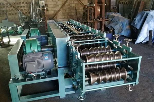 Fabricación de máquinas perfiladoras de tubos con forma