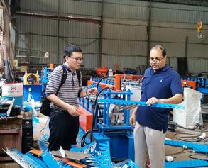 Comprobación de la calidad de la máquina con marco de metal
