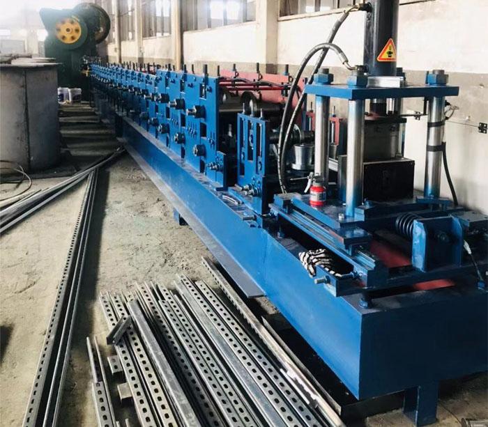 Máquina formadora de soporte solar