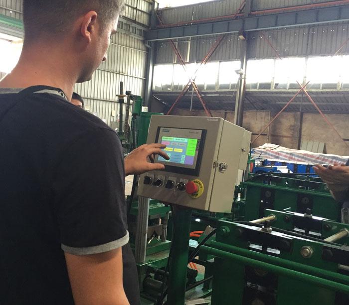 Máquina perfiladora para viga de bastidor, estante, pista de montante de bastidor mediante almacén o almacén