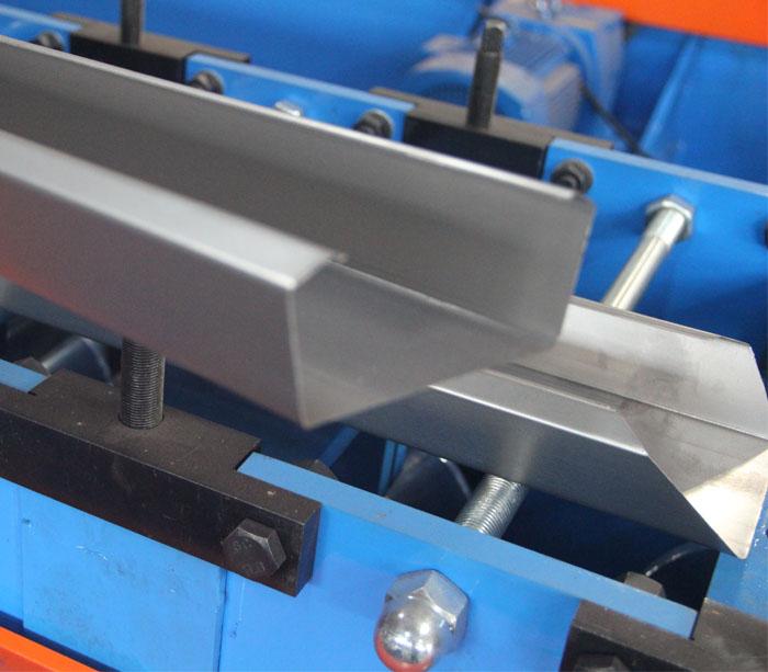 Rollo de pantalla fluorescente que forma la máquina