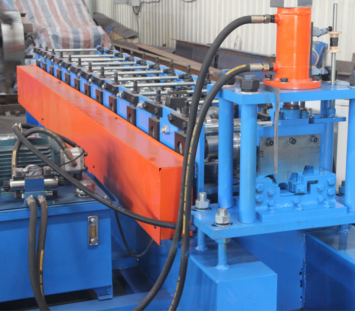 Máquina perfiladora de puertas industriales para marcos de metal personalizados