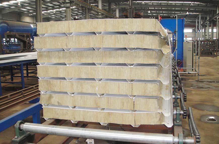 Perfiladora para la producción de material de construcción panel sándwich eps