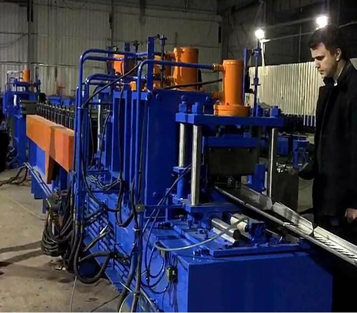 Máquina perfiladora de cajas de chapa para tablero de distribución y fabricación de cajas modulares