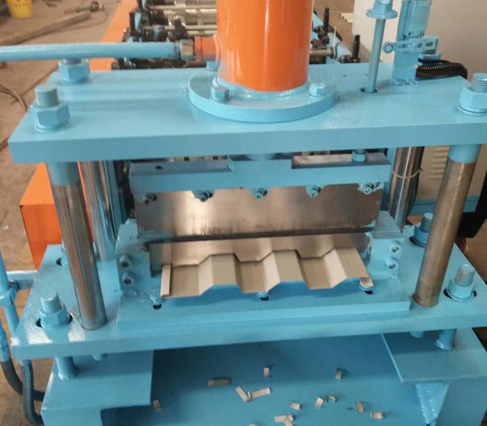 Máquina formadora de rollos de chapa ondulada