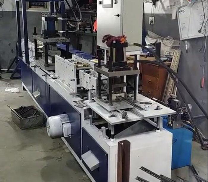 Máquina para fabricar interruptor de riel carril din