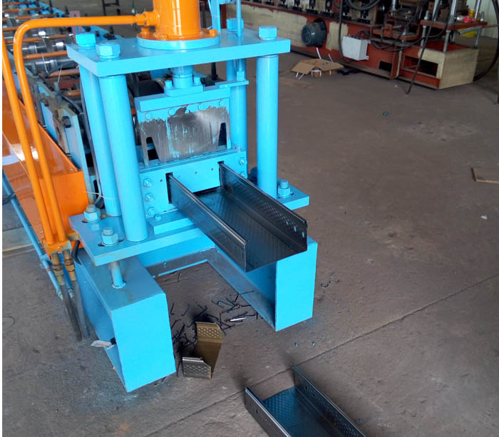 Bandeja de cable línea de producción