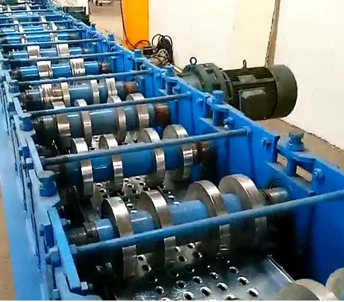 Máquina para fabricar pedales de escalera