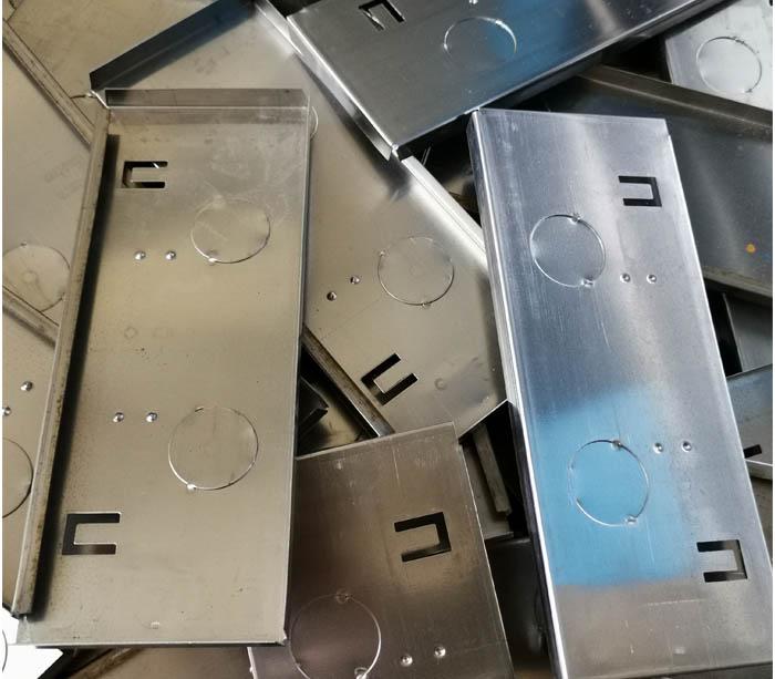 Máquina perfiladora de caja de interruptores