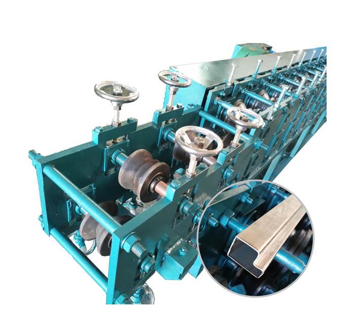 Máquina formadora de rollos de sección de caja de acero